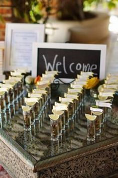Ideas originales para que tus invitados no se queden sin silla #casamientoscomar #casamientos #argentina #amor #wedding #invitados #deco #inspiracion #ideas #seatingplans Seating Plans, Ideas Originales, Place Cards, Place Card Holders, How To Plan, Deco, Amor, Nail Organization, Decor