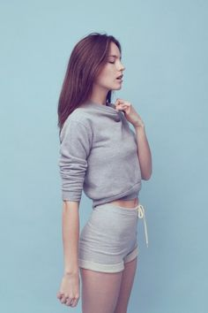 Soft spot for grey sweatshirt. Sporty Outfits, Sporty Style, Mode Outfits, Sport Fashion, Look Fashion, Korean Fashion, Womens Fashion, Foto Sport, Sport Mode