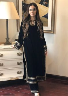 Designer Party Wear Dresses, Kurti Designs Party Wear, Indian Designer Outfits, Stylish Kurtis Design, Stylish Dress Designs, Simple Pakistani Dresses, Pakistani Dress Design, Velvet Pakistani Dress, Pakistani Fashion Party Wear