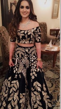 Indian Wedding Gowns, Indian Bridal Wear, Designer Bridal Lehenga, Bridal Lehenga Choli, Kurti Designs Party Wear, Lehenga Designs, Stylish Dress Designs, Stylish Dresses, Pakistani Dresses