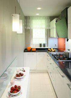 Tak ją urządzisz z projektantem. Galley Kitchen Design, Kitchen Room Design, Kitchen Layout, Interior Design Kitchen, Kitchen Decor, Kitchen Ideas, Kitchen Wardrobe Design, Open Plan Kitchen Dining Living, Kitchen Arrangement