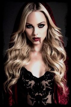 Laura Vandervoort Quite a lovely vampire...