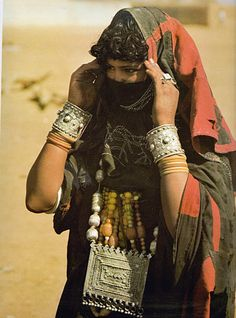 Africa | A Rashaida married woman, Nubian Desert, Sudan | ©Carol Beckwith and Angela Fisher ~ African Ceremonies Collection