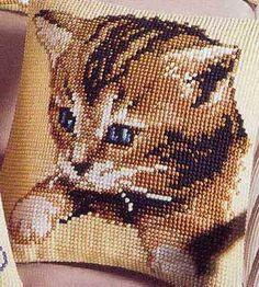 """un coussin chaton au point de croix """"à télécharger"""""""