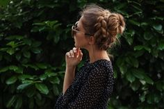Dirndl hairstyles for oktoberfest and other occasions Dress Hairstyles, Wedding Hairstyles, Oktoberfest Outfit, Hair Dos, Fancy Dress, Braids, Short Sleeve Dresses, Hair Styles, Pretty