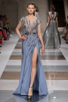 Inspired by the ancient mosaic, Ziad Nakad's Fall Winter 2019 2020 couture collection is an ode to architecture and geometry. Haute Couture Paris, Couture Fashion, Runway Fashion, Fashion Models, Fabulous Dresses, Beautiful Gowns, Victor Ramos, Fashion Week, Fashion Show