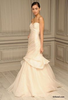 Monique Lhuillier Peony wedding dress in excellent condition!                                                                                                                                                      More