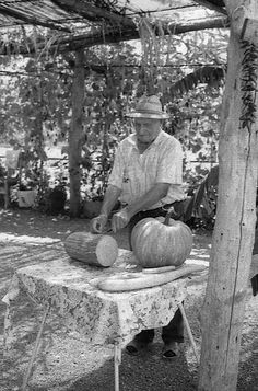 Il contadino e i frutti della sua terra - Prov. CS
