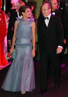 Carlota Casiraghi hace unas semanas en el Baile de la Rosa de Mónaco, con pendientes, anillo y pulsera de Cartier