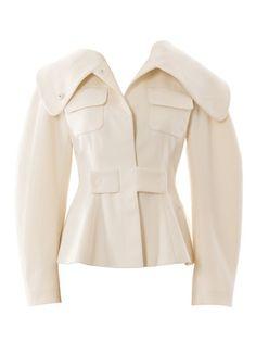 burda style, Schnittmuster -  Jede investierte Minute zahlt sich bei dieser aufwendigen Jacke mit großem Kragen und aufgesetzten Taschen aus. Keulenärmel bringen couturiges Volumen, geschlossen wird sie mit angeschnittenen Riegeln und großen Druckknöpfen. Nr. 122, 08-2016
