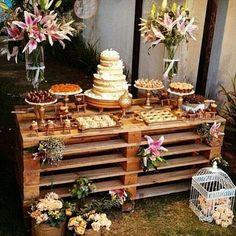Amores, me apaixonei por essa idéia de mesa de bolo Amo o simples e rustico Essa idéia eu encontrei no IG lindo @casandinho da Dai Vale a pena cada inspiração que ela posta no @casandinho