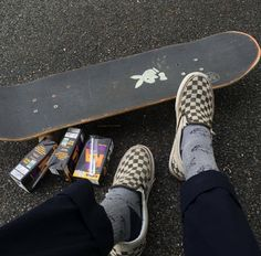 Grunge Goth, Estilo Grunge, Emo Goth, Skateboard Design, Skateboard Art, Skateboard Pictures, Loki Helm, Indie, Angel T Shirt