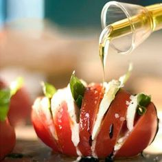 re-designed caprese salad - YUM! We eat Caprese weekly, I will definitely do it this way next. Think Food, I Love Food, Food For Thought, Great Recipes, Favorite Recipes, Cooking Recipes, Healthy Recipes, Cooking Tips, Fast Recipes