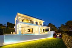 Modern Villa with Panoramic Sea Views for Sale in The Golden Mile, Marbella Dream Home Design, House Design, Casas Containers, Kerala Houses, Modern Architecture House, Modern House Plans, Outdoor Entertaining, Modern Luxury, Luxury Villa