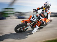 Fabulous shot of KTM supermotard. European Motorcycles, Vintage Motorcycles, Cars And Motorcycles, Classic Bikes, Classic Cars, Dirt Bike Racing, Dirt Biking, Moto Cross, Bike Trailer