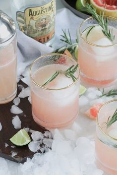 Grapefruit Gin Fizz Cocktail with Rosemary Garnish - Casa de Crews - Summer Cocktails Cocktails Bar, Festive Cocktails, Summer Cocktails, Cocktail Drinks, Pink Gin Cocktails, Cocktail Attire, Sweet Cocktails, Pink Drinks, Pink Grapefruit Gin