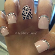 Simple nude cheetah nails minus the rhinestones and black on ring finger Get Nails, Fancy Nails, How To Do Nails, Hair And Nails, Nude Nails, Pink Nails, Acrylic Nails, Gorgeous Nails, Pretty Nails