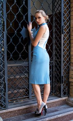 Стиль повседневный. Силуэт прямой прилягающий. Особенности : воротник стойка,платье без рукавов,спинка до талии гипюровая. #instamood #amazing #cool #girls #awesome #nice #look #loveit #sweet #yummy #new #elegant #street #fashion #dresscode #style #casual #chic #wear #inspitation #prom #sale #fancy #pretty #everyday #classy #outfit #gift #beauty#collection #musthave #fashionable