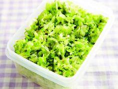 しそキャベツサラダ | せん切りキャベツの一夜漬けを青じそと白ごまで和テイストに仕上げます。