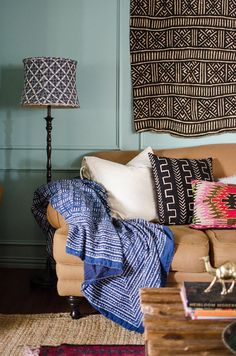 Boho chic decor is one of the must-have trends of Grab the opportunity to buy them and get into one of the interior design trends of 2018 and have them bi Decor, Boho Living Room, Small Spaces, Pop Design, House Colors, Home Decor, Room, Boho Chic Decor, Room Paint Colors