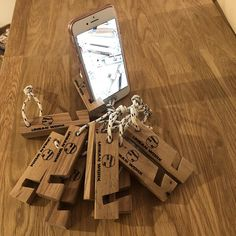 Support Iphone, Support Smartphone, Cnc Projects, Woodworking Projects Diy, Projects To Try, Support Telephone, Cell Phone Holder, Wood Creations, Useful Life Hacks