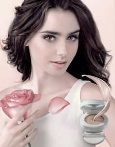 New picture of Lily for Lancôme's Laser Whitening Powder. Lily Collins Hair, Lily Collins Style, My Beauty, Beauty Women, Hair Beauty, Beauty Art, Phil Collins, Sandra Bullock, Celebrities
