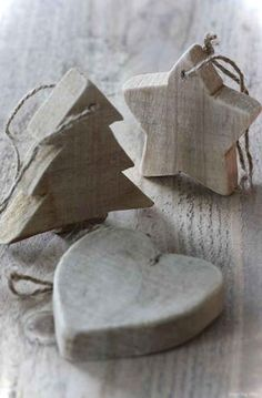 Natural Christmas Decorations, Star, Tree and Heart. Rustic Wooden Ornament could use beetlekill pine. Wooden Christmas Trees, Wooden Ornaments, Christmas Tree Ornaments, Primitive Ornaments, Xmas Crafts, Christmas Projects, Tree Crafts, Country Christmas, Christmas Holidays