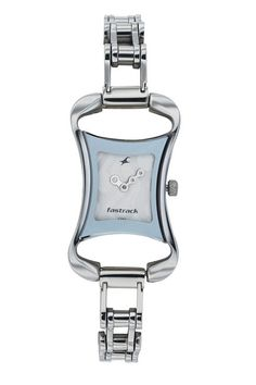 A mid-sized shaped case for girls, this watch has a metal strap inspired from the chain of a bike..  Bikers from Fastrack     http://www.fastrack.in/product/na6010sm01/?filter=yes=bikers=2=695=2595=1