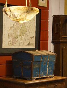 Talonpoikaisarkku Decorative Boxes, Old Things, Home Decor, Decoration Home, Room Decor, Home Interior Design, Decorative Storage Boxes, Home Decoration, Interior Design