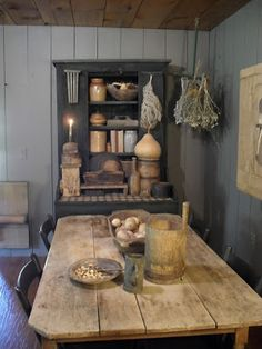 rustic table. <3 the whole look
