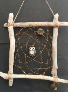 Woodland Guardian Dreamcatcher Clock owl wall by DreamsinDriftwood Beach Crafts, Diy And Crafts, Arts And Crafts, Dream Catcher Craft, Owl Fabric, Sea Glass Crafts, Felt Owls, Nativity Crafts, Driftwood Crafts