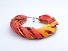 Ketten - Filz Halskette gefilzt Seil Halsketten Band Wolle - ein Designerstück von BlanCraft bei DaWanda