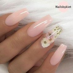 Nail art is a very popular trend these days and every woman you meet seems to have beautiful nails. It used to be that women would just go get a manicure or pedicure to get their nails trimmed and shaped with just a few coats of plain nail polish. Best Acrylic Nails, Acrylic Nail Art, Summer Acrylic Nails Designs, Acrylic Spring Nails, Christmas Acrylic Nails, Acrylic Tips, Gorgeous Nails, Pretty Nails, Amazing Nails