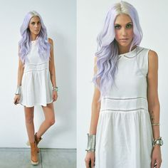 Dye your hair simple & easy to lilac hair color - temporarily use lilac hair dye to achieve brilliant results! DIY your hair lilac with hair chalk Pastel Purple Hair, Lilac Hair, Purple Hues, Light Purple, Multicolored Hair, Olive Clothing, Blonde Roots, Lavender Hair, Lavender Fields