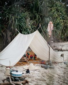 Would you like to go camping? If you would, you may be interested in turning your next camping adventure into a camping vacation. Camping vacations are fun Beach Picnic, Beach Camping, Camping Life, Camping Hacks, Outdoor Camping, Beach Tent, Romantic Camping, Camping Cabins, Family Camping