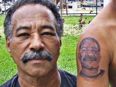 esta é minha tatoo do rosto do meu pai , já fiz abaixo desta o rosto de minha mãe , agora tenha os dois em meio duas rosas, postarei mais para frente a tatoo concluida