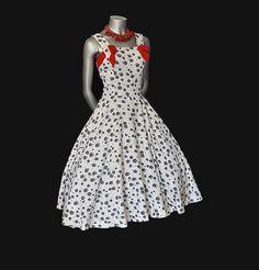 I love vintage clothes!