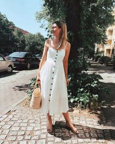 yazlık beyaz elbise modelleri 2019 2020 - Trendler ve Moda Sunday Dress Outfit, Sunday Outfits, Mode Outfits, Cute Summer Outfits, Spring Outfits, Dress Outfits, Casual Dresses, Fashion Outfits, White Sundress Outfit