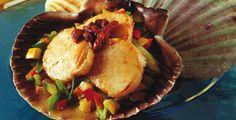 Chilensk fiskemiddag; her i form av kamskjell servert med chorizo og sprø grønnsaker. (Foto: Hanne Stensvold.) Chilean dinner of scallops, chorizo and crunchy vegs.