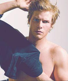 Hunter Parrish.        Drool.