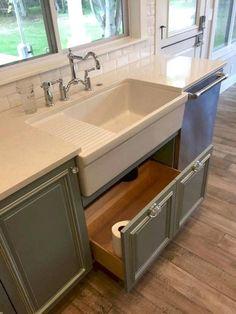Kitchen Sink Decor, Best Kitchen Sinks, Kitchen Sink Design, Kitchen Cabinet Styles, Farmhouse Kitchen Cabinets, Modern Farmhouse Kitchens, New Kitchen, Cool Kitchens, Kitchen Ideas