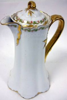 Irresistible Haviland chocolate pot! Sweet old fashioned shape and beautiful porcelain make an unbeatable combination. Look at the rich gold on the handle!