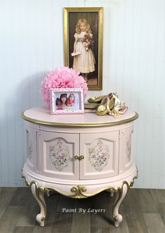 Pink nightstand, French County nightstand, Round accent storage table, Girls bedroom funiture My Furniture, Refurbished Furniture, Vintage Furniture, Painting Furniture, Furniture Makeover, Pink Nightstands, Round Nightstand, Victorian Parlor, Princess Party Decorations