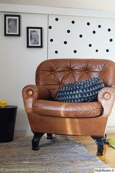 lastenhuone,nojatuoli,dc-fix,lego,palloseinä Dc Fix, Accent Chairs, Retro, Furniture, Home Decor, Upholstered Chairs, Decoration Home, Room Decor, Home Furnishings