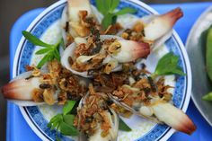 Geoduck grill with pork oild and dry onion..... =p~ the expensive food with street food in Hanoi.