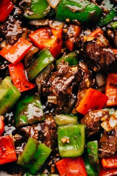 Garlic Lovers Pepper Steak Stir Fry - An easy Stir Fry recipe that's better than take out! Loaded with peppers, onions, steak, and sauce.