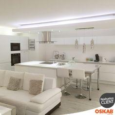 Chériane S. a choisi Oskab ! Découvrez sa cuisine tendance et sophistiquée blanche et sans poignée IPOMA et retrouvez plus d'inspiration et de photos de l'agencement de ses meubles ici : www.oskab.com Pour vous aider dans l'aménagement de votre pièce, télécharger gratuitement le logiciel cuisine 3D gratuit Oskab. http://www.oskab.com/content/113-telecharger-logiciel-cuisine-3d-gratuit