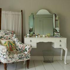 vintage white dressing table