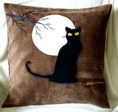 Handmade applique decorative cushion cover Cat and the Moon Felt Flower Pillow, Felt Pillow, Felt Cushion, Diy Cushion, Pillow Crafts, Diy Pillows, Cat Quilt Patterns, Cushion Embroidery, Cat Crafts