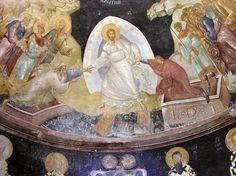 Pâques La Pâque est une fête juive qui commémore le miracle de la libération du peuple juif, sorti Égypte en traversant la Mer Rouge à pied sec. La Pâque chrétienne, tout en rappelant cet événement, célèbre le passage de la mort à la vie de Jésus,crucifié. On célèbre Pâques le dimanche qui suit la pleine lune de printemps. L'équinoxe de printemps étant le 21 mars, Pâques est au plus tôt le 22 mars et au plus tard le 25 avril.